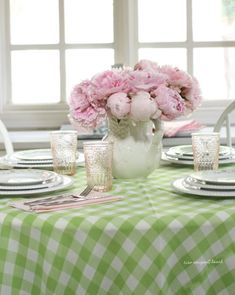newport beach: a pretty sunday brunch Gingham Tablecloth, Lilly Pulitzer Prints, Key Lime Pie, Pink Lemonade, Sunday Brunch, Pink Peonies, Newport Beach, Color Combos, Pink And Green