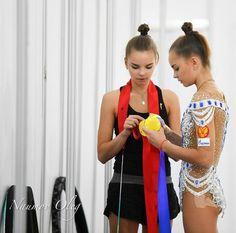 Averina twins World Cup Sofia 2018 Rhythmic Gymnastics Training, Contortion, Modern Dance, People Of The World, Figure Skating, World Cup, Diana, Twins, Dancer
