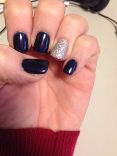 Dark blue polish with a glittery silver accent nail