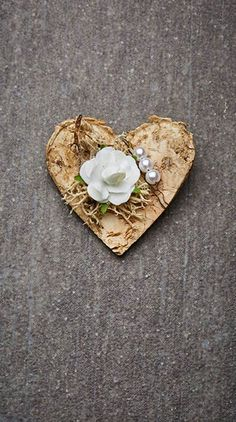 Hochzeitsanstecker Monika - Basteln & Schenken Bouquet, Brooch, Flowers, Handmade, Wedding, Boutonnieres, Beautiful, Diy, Woody