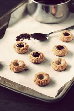 almond cookies with chocolate filling