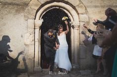 ¡Vivan los novios!  Boda de verano en Can Marlet, Sant Celoni, Barcelona. Mònica Vidal, Mon Amour, reportaje de boda, wedding photography, casament, wedding, boda, fotógrafo de boda en Barcelona. info@monamourweddings.com www.monamourweddings.com