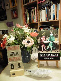 """PARIS ERA MUJER de Andrea Weiss editado por Egales es la próxima lectura del grupo """"Voces y ecos"""".  El retrato de un grupo que se conoció como """"las mujeres de la orilla izquierda"""" y que integraban las escritoras Colette, Djuna Barnes, Gertrude Stein, la fotógrafa Gisèle Freund y la librera Sylvia Beach, entre otras."""