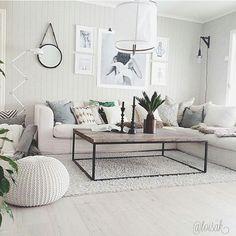 «Livingroominspo Credit @toisak Selvlagd lampe, bøyer meg i støvet!#onetofollow #fremsnakking #interior #interiør #interior444 #instaforinspo…»