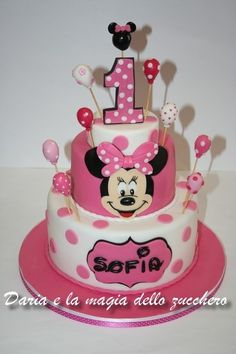 Minnie Mouse Cake Design, Bolo Da Minnie Mouse, Minnie Mouse Cookies, Minnie Mouse Party Decorations, Minnie Mouse Birthday Cakes, Minnie Cake, 1st Birthday Cake For Girls, Baby Birthday Cakes, 1st Birthday Girl Decorations