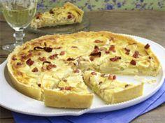 Zwiebelkuchen selbstgemacht - der teig sieht etwas blass und weich aus. Eventuell die Backzeit erhöhen und den Zwiebelkuchen mit Alufolie abdecken abdecken