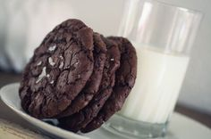 Cookies with chunks of chocolate and sea salt // cookies med chokolade og havsalt Sea Salt, Cookies, Desserts, Blog, Crack Crackers, Tailgate Desserts, Deserts, Biscuits, Postres