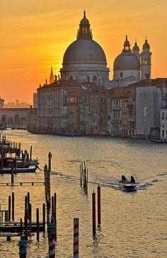 Ella siempre estuvo enamorada de la ciudad. Y la ciudad le compensó con otro amor. Santa Maria de Le Salute, Venezia
