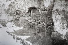 Imagen de los Yacimientos de Atapuerca, incluida en la muestra que repasa los 40 años de excavaciones. El visitante puede conocer también cómo han ido cambiando las técnicas y métodos en la investigación arqueológica Sierra, Abstract, Artwork, Painting, Getting To Know, Fotografia, Art Work, Work Of Art, Auguste Rodin Artwork