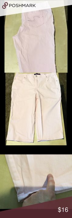 """Pink Capris In """"like new"""" condition! No rips or tears. Small faint mark on bottom of one leg. May come out. It is shown in third picture. Gloria Vanderbilt Jeans"""