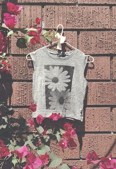 Brandy Melville daisies- New Summer look 'Daisies' Fashion Killa, Fashion Beauty, Hipster Fashion, Dress Me Up, Everyday Fashion, Passion For Fashion, Dress To Impress, Spring Fashion, Style Me