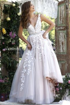 Sherri Hill 11335 Sherri Hill dresses are the most gorgeous dresses that every girl wants to wear to Prom or Homecoming. Pure Couture Prom is one of the top S Bridal Gowns, Wedding Gowns, Formal Wedding, Wedding Dress Sparkle, Glitz Bridal, Wedding Reception, Fancy Wedding Dresses, Wedding Fayre, V Neck Wedding Dress