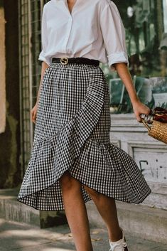 How to wear fall fashion outfits with casual style trends Modest Outfits, Skirt Outfits, Dress Skirt, Summer Outfits, Casual Outfits, Cute Outfits, Chiffon Skirt, Work Fashion, Modest Fashion