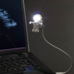 Tolles Gadget für Computer und Laptops: Die USB Astronauten-Leuchte sorgt für spaciges Licht von jenseits der Stratosphäre.