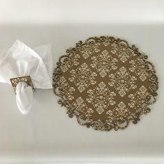 Sousplat em MDF forrado de tecido, cortado a laser. Informações e vendas 48 9982-9647.  www.facebook.com.br/lucianabastospecasexclusivas