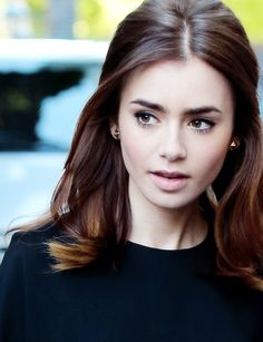 Lily Collins - Love his classy makeup here!