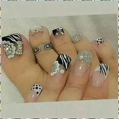 Don't like this on toes but ♥ the design 3d Nails, Love Nails, Mani Pedi, Manicure, Painted Toes, Pretty Toes, Toe Nail Art, Fabulous Nails, Toe Rings