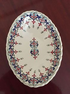 Halime Terzioğlu çini Charger Plates, Glazes For Pottery, Caligraphy, Traditional Art, Tea Set, Decorative Plates, Drawings, Tableware, Pattern