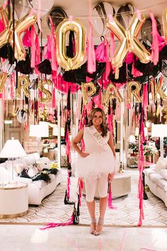 Las Vegas Bachelorette Party | Photo by Jennifer Young Studio | Design by Geronimo Balloons | Read more: http://www.100layercake.com/blog/2015/02/02/las-vegas-bachelorette-party-pink-gold-geronimo-balloons/