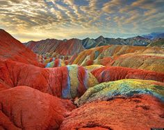 Zhangye Danxia Landform Geological Park in China - Nieuws, sandstone layers colored by mineral deposits