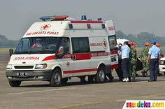 Jenazah langsung dibawa ke dalam mobil ambulans untuk selanjutnya dibawa ke RS Polri Jakarta.
