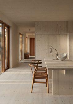 hout en licht beige tinten Interior Minimalista, Minimalist Dining Room, Minimalist Interior, Kitchen Design Minimalist, Modern Minimalist, Minimalistic Kitchen, Minimalist House, Minimalist Architecture, Minimalist Furniture