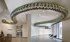 Snake ceiling, de Ai Weiwei. Adorei.