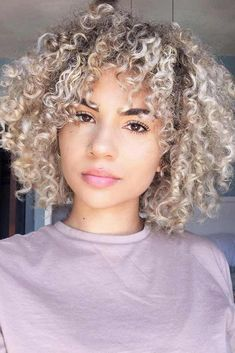 29 impressive short bob hairstyles to try short hair styles Blonde Curly Hair Natural, Ash Blonde Hair, Platinum Blonde Hair, Short Curly Hair, Curly Hair Styles, Natural Hair Styles, Blonde Afro, Blonde Curls, Wavy Bob Hairstyles
