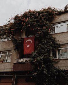 My Psychologist: Photo - En beğendiklerim Tumblr Wallpaper, Photo Wallpaper, Mobile Wallpaper, Iphone Red Wallpaper, Classy Tattoos For Women, Turkish Soldiers, Magic Tattoo, Fake Photo, Flags Of The World