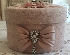 SHABBY CHIC box in old pink silk with antique lace and rhinestones Shabby Chic Fall, Shabby Chic Boxes, Shaby Chic, Decoration Shabby, Handmade Decorations, Boxes And Bows, Cute Candles, Fabric Boxes, Pretty Box