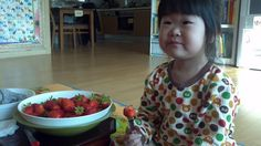 딸기가 전 별로에요. 왜냐면 씨가 많아서..