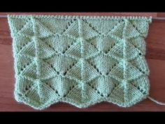 This Pin was discovered by ser Knitting Stitches, Baby Knitting, Knitting Patterns, Knitted Blankets, Kids And Parenting, Cowl, Diy And Crafts, Lace, Sweaters