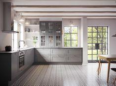 Køkkendesign til det moderne liv: Find dine nye køkkenmøbler Bodbyn Kitchen Grey, Modern Kitchen Cabinets, Ikea Kitchen, Rustic Kitchen, Kitchen Decor, White Shaker Kitchen, Shaker Style Kitchens, Grey Kitchens, Grey Interior Design