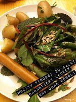 Wo muss man arbeiten, um in der Mittagspause von der Kollegin so lecker mit Salat und Petersilienkartoffeln bekocht zu werden? Liebe Regina, das sieht verdammt lecker aus! http://mucveg.blogspot.de/2013/02/i-show-you-what-ive-got.html