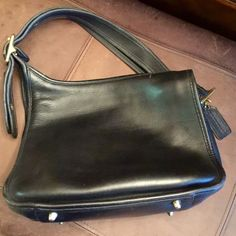 VINTAGE CROSSBODY COACH SADDLE BAG GREAT CONDITION SUPER THICK BLACK LEATHER SUEDE INSIDE W/ BRASS HARDWARE & FEET Coach Bags Satchels