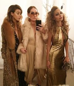 I just LOVE their outfits! Not so much inspo for the party haha - BB ------ Nicole Richie Celebrates Her 35 Birthday With Disco-Themed Bash Attended by Jessica Alba, Cameron Diaz, Kate Hudson and 70s Outfits, Outfits Fiesta, Mode Outfits, Disco Outfits, 70s Disco Outfit, 70s Themed Outfits, Fashion Outfits, Casual Outfits, Studio 54 Moda
