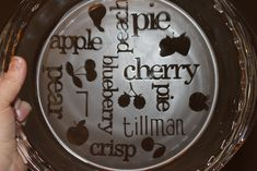 My new go to gift! I have now made them for teacher gifts and gifts to family and friends. You can do them as simple or as elaborate as you want. I have no idea why I thought this pie plate would… Dremel Projects, Vinyl Projects, Art Projects, Giving Plate, Etched Glassware, Glass Cutting Board, Pie Plate, Craft Night, Cricut Creations