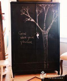 Mueble pintado con pizarra