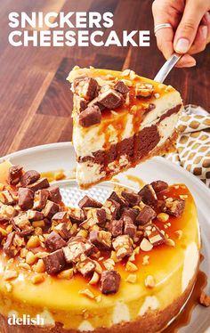 lovers, this cheesecake is your dream dessert. lovers, this cheesecake is your dream dessert. Marble Cheesecake, Snickers Cheesecake, Cheesecake Brownies, Cheesecake Recipes, Snickers Dessert, Snickers Recipe, Homemade Cheesecake, Cheesecake Bites, Köstliche Desserts