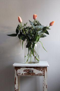 bouquet with lots of greenery - Tulpen Dekoration Flowers In Jars, Flower Vases, Beautiful Flowers, Vase Transparent, Deco Floral, Plant Decor, Decoration, Planting Flowers, Floral Arrangements