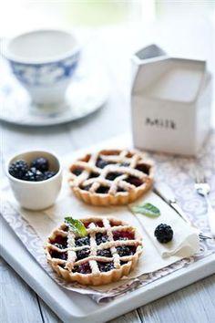 berry tart...yum,yum!!