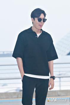 2016 July 28 (Thursday)  |  #ActorLeeMinHo #LeeMinHo | Depart #KOREA Incheon #Airport | To | #USA | #LosAngeles | #LA | Attending | #KCON |  Period: 29-31 July 2016 |   #Cute #Kawaii | #HABIT | Sticking Tongue | [스타포토UP] 이민호, 기다리게 해서 미안해요:스타저널 #www.starjn.com  | 28 July 2016 (Thurs) @ 23:01 hours  | Shared Source:  Demisod |  Set of 5 |  P01 of P05 |  THIS Post: 28 July 2016 (Thursday)