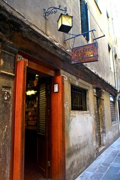 Cantina Do Mori, bacari serving fresh cicchetti, Venice Italy