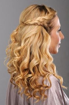 Hair Styles for all Types of Hair: Fine - Curly and Medium to Thick from Pantene Really Curly Hair, Curly Hair Updo, Hair Dos, Curly Hair Styles, Goddess Hairstyles, Bun Hairstyles, Wedding Hairstyles, Goth Hair, Emo Hair