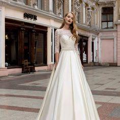 Sur commande dans votre boutique #elleetluithonon  #mariagemontagne #mariagefrance #mariagechampetre #lausanne🇨🇭 #Genève #margencel #sciez #lacléman #weding #weddinginvites Lausanne, The Dress, Boutique, Wedding Dresses, Fashion, Lake Geneva, Moda, Bridal Dresses, Alon Livne Wedding Dresses