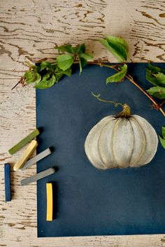 How to draw a pumpkin with chalk pastel. Perfect for chalkboard walls . #fall #decor# chalk
