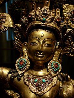 La reine Maya Devi donnant naissance au prince Siddhârta, le futur Buddha Cakyamuni 1ère moitié 19e siècle Sculpture en cuivre et laiton Section Népal du musée Guimet