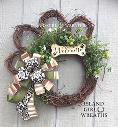 Dog wreath Grapevine Dog wreath Paw Wreath Dog Wreaths Paw - My first home Dog Crafts, Cute Crafts, Diy And Crafts, Couronne Diy, Dog Wreath, Printed Ribbon, Crafty Craft, Crafting, Wreath Crafts