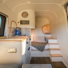 Sprinter Van Remodel.  Love the layout!