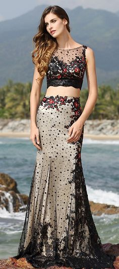 Illusion Sweetheart Neck Two Piece Black Evening Gown